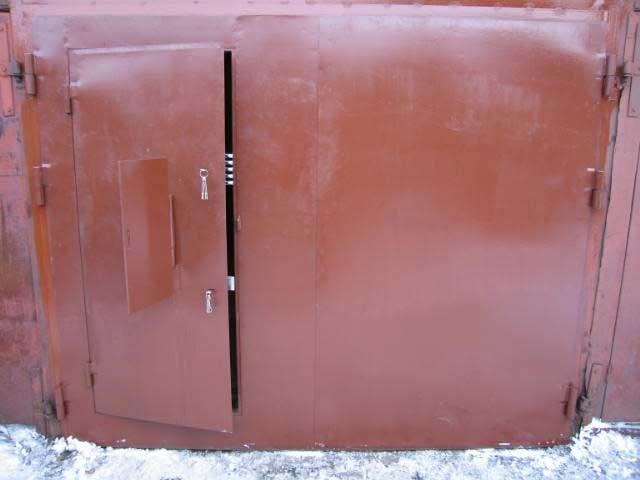 Как сделать калитку на гаражных воротах - Avotag.ru