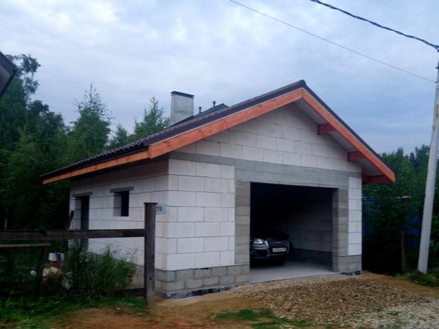 Где лучше построить гараж на частном участке